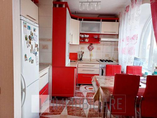 Apartament cu 3 camere+living, sect. Botanica, str. Trandafirilor.