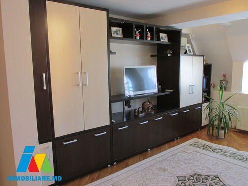Apartament 2 camere, sectorul Centru, str. Petru Movila.