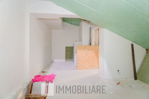 Apartament cu 2 niveluri, sect. Botanica, șos. Muncești.