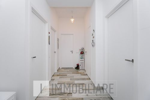 Apartament cu 2 camere, sect. Centu, str. Petru Rareș.