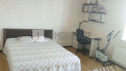 Apartament cu 2 camere+living, sect. Centru, str. Mihail Lomonosov.