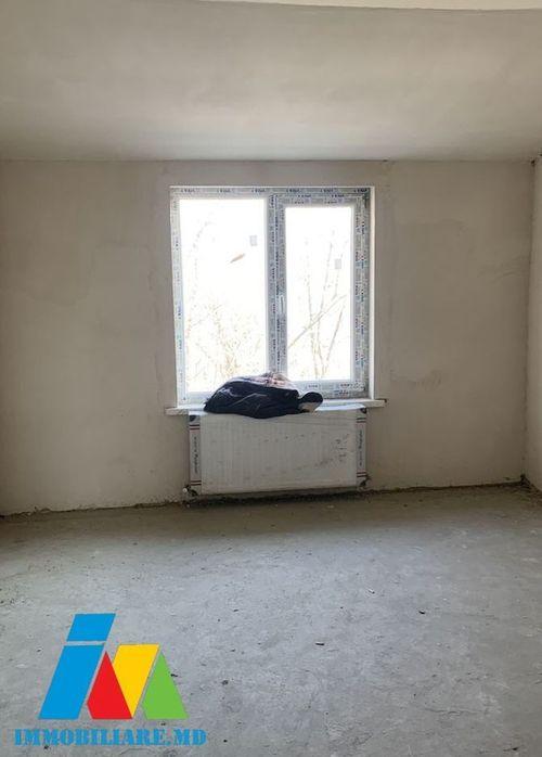Apartament  cu 4 camere, sectorul Rîșcani, strada Nicolae Dimo.