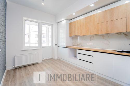 Apartament cu 3 camere+living, sect. Buiucani, bd. Alba Iulia.