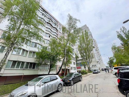 Apartament cu 3 camere, sect. Botanica, bd. Traian.