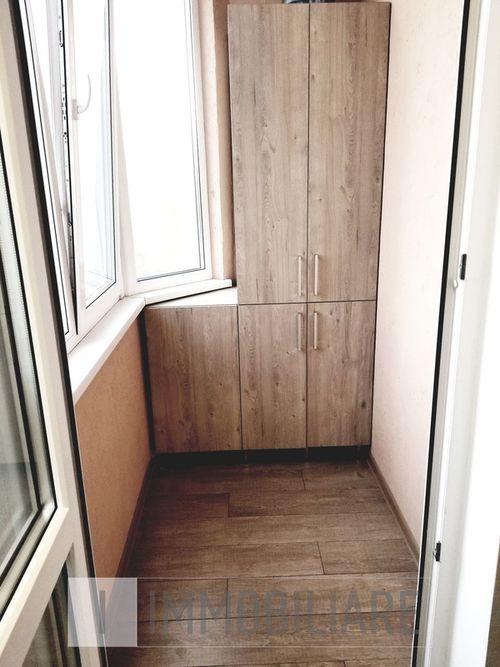 Apartament cu 3 camere, sect. Centru, str. Nicolae Starostenco.