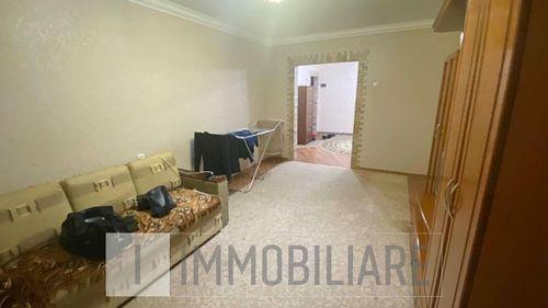 Apartament cu 3 camere, sect. Poșta Veche, str. Socoleni.