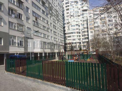 Apartament cu 1 cameră + living, sect. Ciocana, bd. Mircea cel Bătrân.