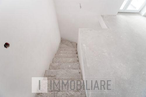 Casă cu 2 niveluri, sect. Durlești, str. Nicolae Dimo.