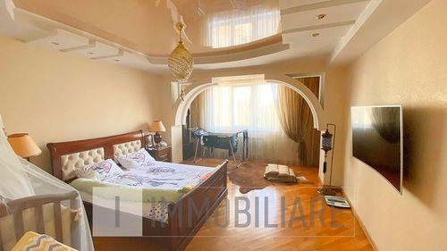 Apartament cu 2 camere+living, sect. Centru, str. Ismail.