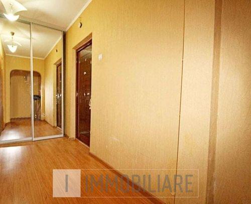 Apartament cu 3 camere, loc. Codru, str. Costiujeni.