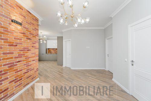 Apartament cu 3 camere+living, sect. Centru, str. Avicena.