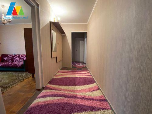 Apartament 3 camere, sectorul Botanica, strada Cuza Vodă.